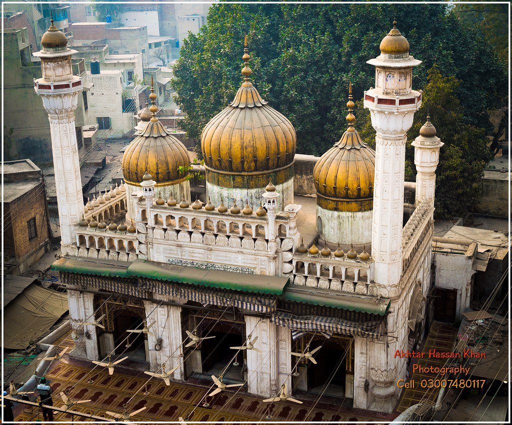 THE GOLDEN MOSQUE - Shrines, Tombs, Mosques in Pakistan